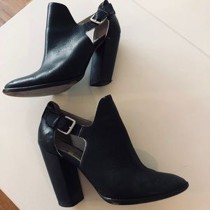 Elizabeth and James Black Leather Ankle Booties 37